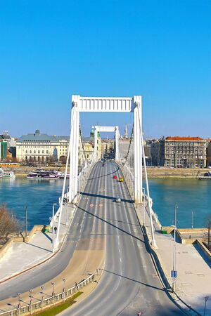 Erzsebet Bridge is the road to the center of Budapest across the wide Danube river with panoramic views of the Pesta shore. Budapest Hungary March 2018 에디토리얼