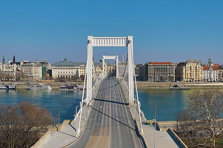 Panoramic view of Elisabeth Bridge - Erzsebet is the fourth bridge connecting the two banks of Buda and Pest through a wide Danube sunny day. Hungary Budapest March 2018 에디토리얼