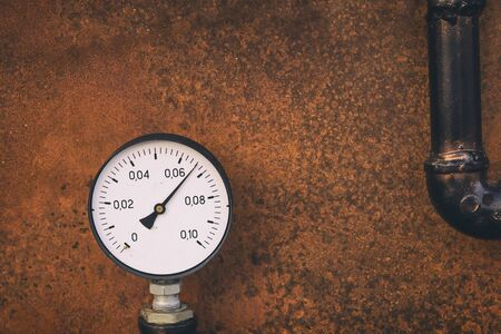 gauge for measuring pressure in the gas pipeline system grunge design on iron rusted background base 版權商用圖片