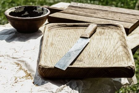 rustic background base craft wooden board cutting knife sharp close-up street kitchen picnic 版權商用圖片