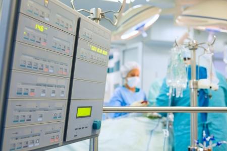 medical instruments: Phẫu thuật tim với màn hình tim phổi nhân tạo Kho ảnh