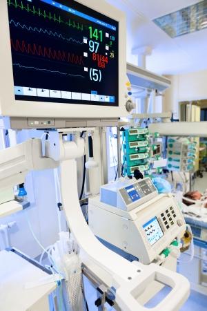 ECG del monitor en la unidad de cuidados intensivos neonatales Foto de archivo - 19384358