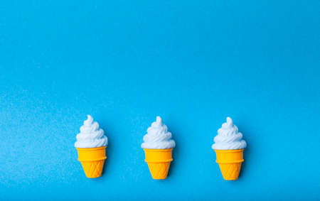 miniature Ice cream on a colorful background. Copy space. Summer time concept. 版權商用圖片