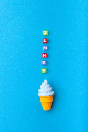 miniature Ice cream on a colorful background. Copy space. Summer time concept. 版權商用圖片 - 147923008