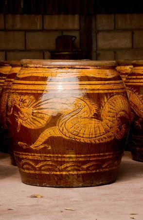 Magasin de l'innovation le grand dragon d'eau vases mode de vie thaï Banque d'images - 30701892