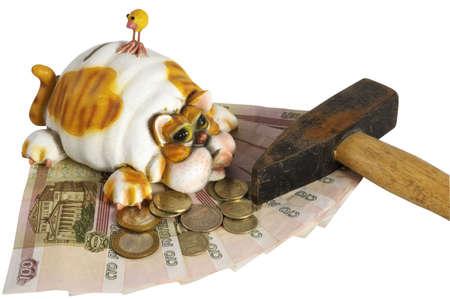 iniciativas: Piggy Bank con el dinero en fondo blanco