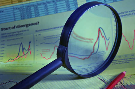 Magnifier against financial schedules and tables of the data Standard-Bild
