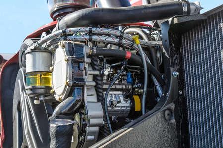 튜브 필터 및 트랙터 모두의 디젤 엔진의 다른 구성 요소