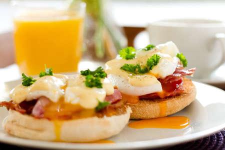 Huevos Benedict desayuno Foto de archivo - 28143434