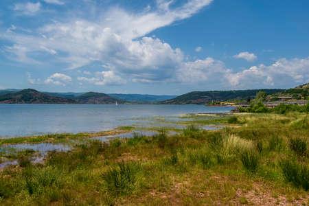Lac du Salagou is a reservoir for the Salagou dam in Hérault, France. Banco de Imagens