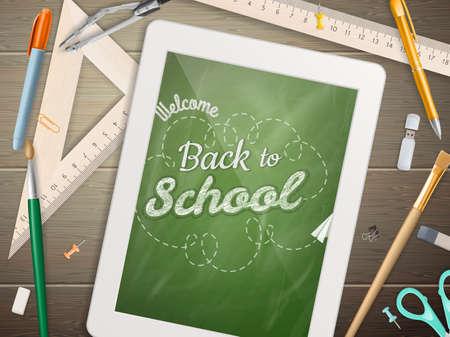 frase: Tablet con una imagen de una pizarra con la frase de nuevo a la escuela escrita en ella, sobre una mesa de madera rústica con lápiz diferentes colores.