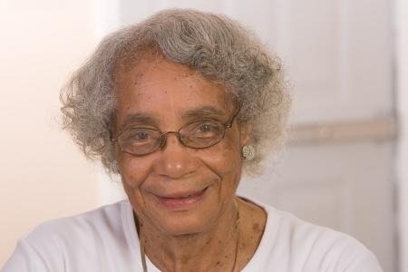 引退したアフリカ系アメリカ人女性の肖像画。