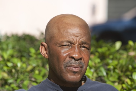 Bald African American man outdoors during the daytime Foto de archivo