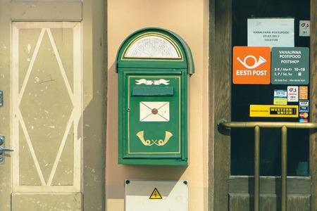 TALLINN, ESTONIA - MAR 22, 2013 - Eesti or Estonian post mailbox near entrance to the post office Archivio Fotografico - 126848327