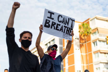 Barcelona, spain - 1 june 2020: white man marching with black lives matter movement holding i can't breath banner