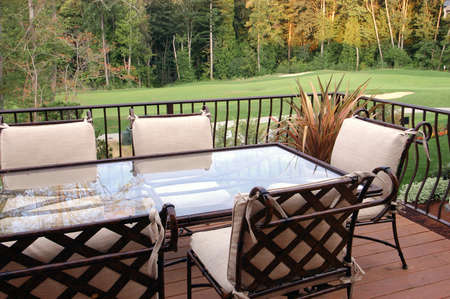 outdoor living: Dinning set on the deck