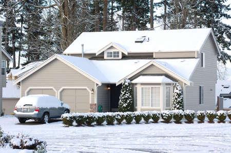 눈이 덮인 집