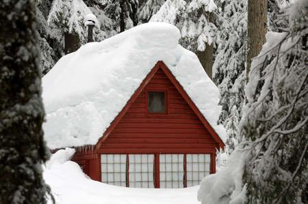 Red Cabin Snow scene at Denny Creek in Issaquah, WA Imagens
