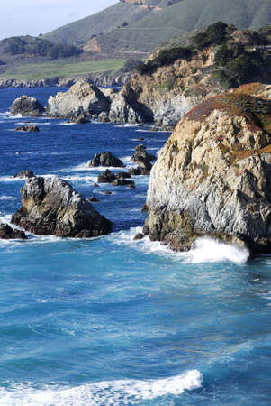 晴れた日にカリフォルニアの海岸に沿って美しいビッグサー