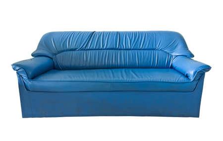 blue leather sofa: il vecchio divano in pelle blu isolato su bianco Archivio Fotografico