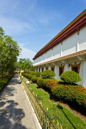 le passage � c�t� du temple, Tha�lande Banque d'images