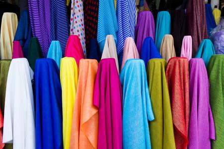 color� de la ligne de tissus dans le magasin de tissu