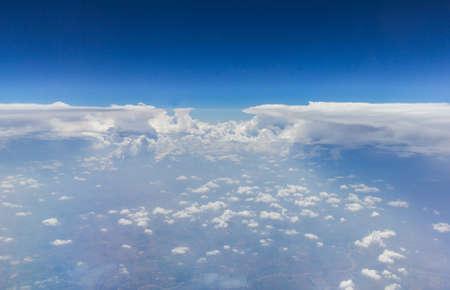 ciel nuageux et bleu pour le fond Banque d'images