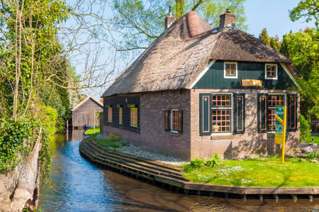 dutch canal house: Old house on Dutch canal in Giethoorn village, Netherlands
