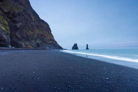 Reynishverfisvegur, Reynisfjara black sand beach near  Vik village, Iceland Stok Fotoğraf