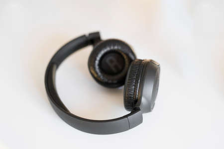 black wireless headphones on a white background Banque d'images - 131761423