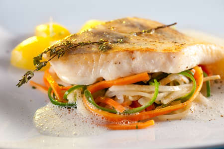 the perch: Fried pike perch with vegetables