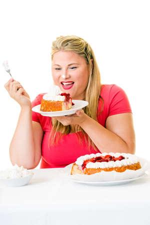 potěšen: Potešená nadváha mladá žena s krémovými koláči na bílém