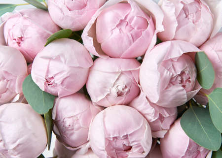 Beautiful bouquet of flowers with pink roses. Background for a greeting card. Banco de Imagens - 155622959