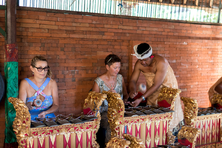 xilofono: BALI, INDONESIA - MAY 5, 2017: Women playing on Traditional Balinese music instrument gamelan. Bali island, Indonesia. Editorial