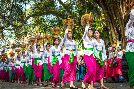 BALI, INDONESIA - SEPTEMBER 25, 2018: Balinese women in traditional clothes on a big ceremony in famous Tirta Empul Temple. Stock Photo - 119934890