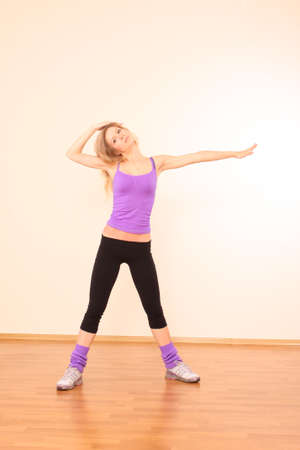 Young beautiful fitness girl exercising  in the gym Stock Photo - 7185853
