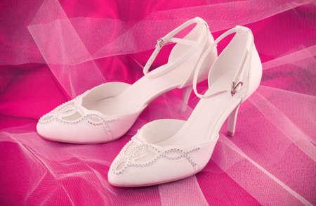 Gros plan des chaussures à la mode mariage nuptiale