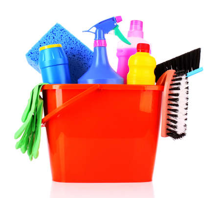 clean home: emmer met schoonmaken levert geïsoleerd op witte achtergrond Stockfoto