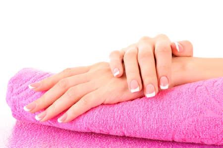 manik�re: Sch?ne Frau Hand mit Franz?sisch Manik?re auf rosa Hintergrund