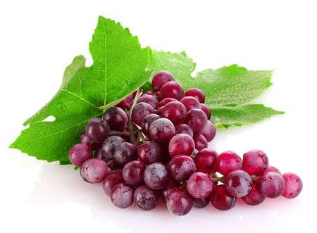 Roze druif op wit wordt geïsoleerd