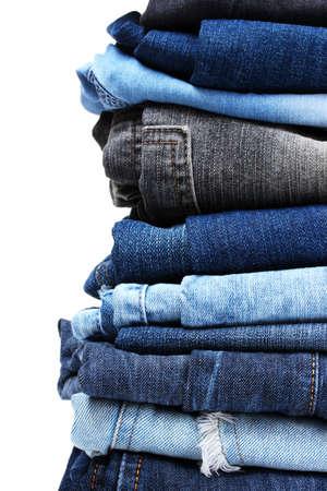 mezclilla: lote de pantalones vaqueros aislados en blanco