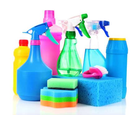 gospodarstwo domowe: Wiadro z farbą z czyszczenia dostaw odizolowane na białym tle