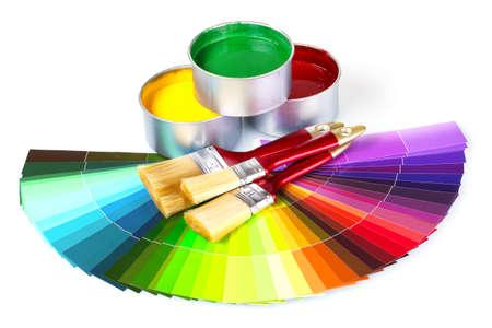 Ouvrir les boîtes de conserve avec peinture et pinceaux isolé sur fond blanc Banque d'images - 10327303