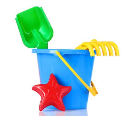 juguetes: los ni�os los juguetes de playa aislada en blanco