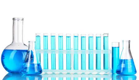 material de vidrio: Tubos de ensayo con l�quido azul aislados en blanco