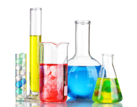 qu�mica: Tubos de ensayo con l�quido rojo aislado en blanco