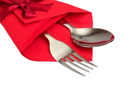 tenedor y cuchara de paño rojo, aislado en blanco Foto de archivo