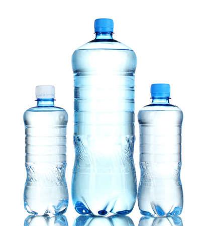 envases plasticos: Botellas de pl�stico del grupo de agua aislado en blanco