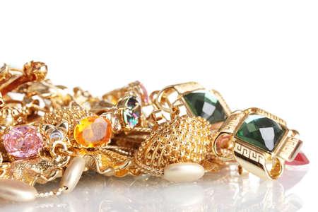 collares: Diversas joyas de oro aislado en blanco