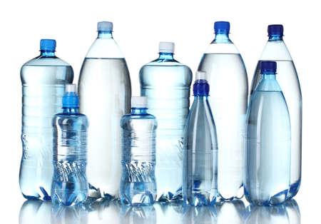 botellas vacias: Botellas de pl�stico Grupo de agua aisladas en blanco Foto de archivo